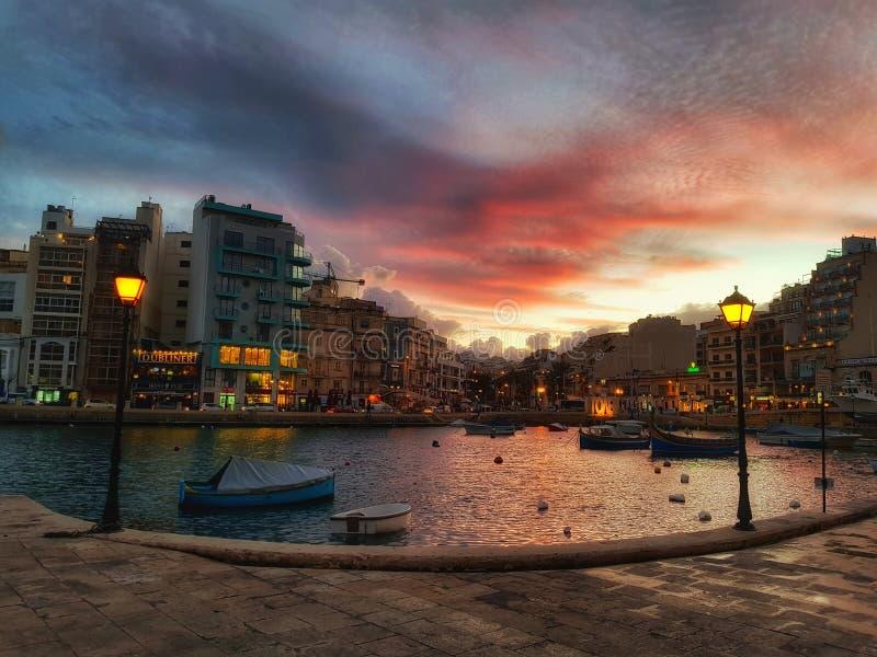 Porticciolo dell'yacht di San Giljan nel tramonto fotografie stock libere da diritti