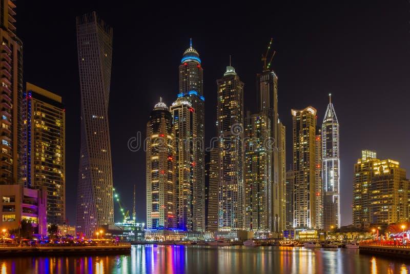 Porticciolo della Doubai alla notte fotografia stock