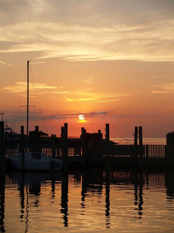Porticciolo di tramonto immagini stock