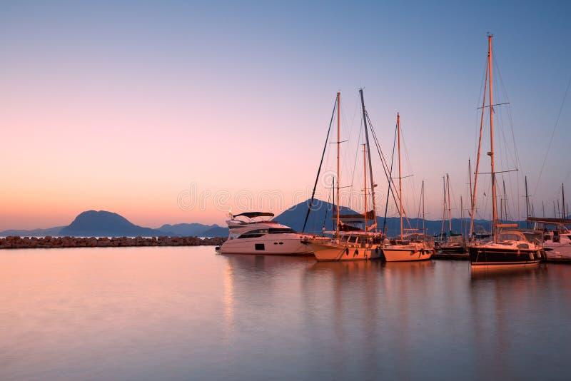 Download Porticciolo a Patrasso fotografia stock. Immagine di marina - 55360820
