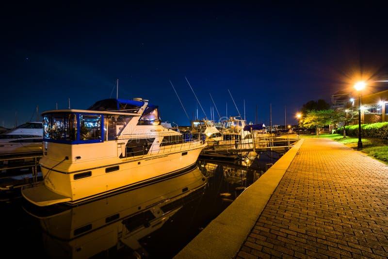 Porticciolo sul lungomare alla notte, nel cantone, Baltimora, Marylan fotografia stock