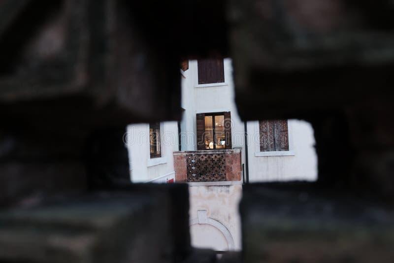 Portico come visto da un altro portico immagini stock