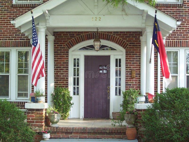 Portico di fronte sulla vecchia casa fotografia stock