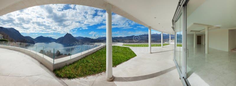 Portico di una casa moderna immagine stock immagine di for Portico moderno