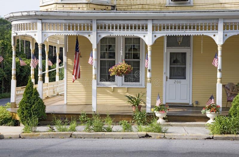 Portico giallo classico americana fotografia stock