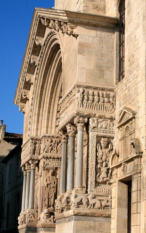 Portiek van de Kerk van Heilige Trophime, Arles, Frankrijk stock foto