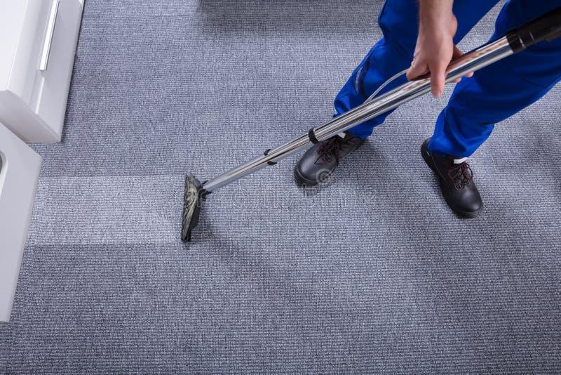 Portier Cleaning Carpet photos libres de droits