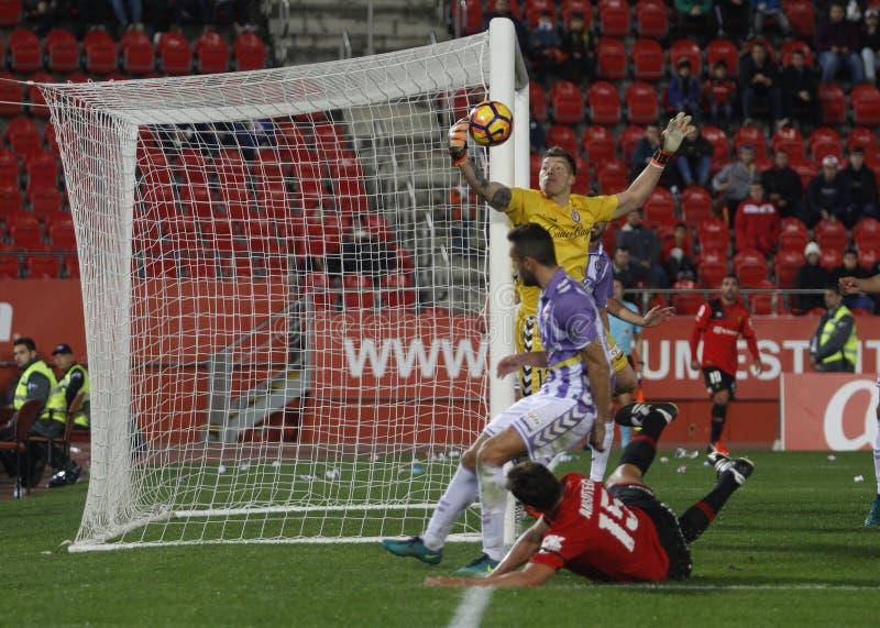 Portiere del Real Valladolid che ferma uno scopo in una partita fotografie stock libere da diritti
