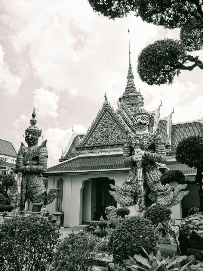 Portiers de gateangel de géants de palais d'histoire de Bangkok Thaïlande d'architecture de temple antique de destination de tour image libre de droits