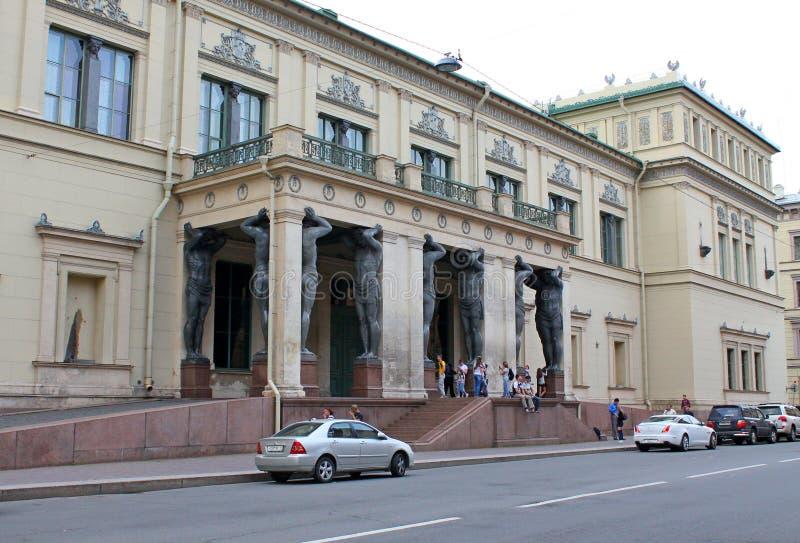 Portik av den nya eremitboningen St Petersburg arkivfoton