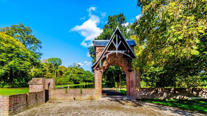 Portingången till parkerar omgeende Catle De Haar royaltyfria foton