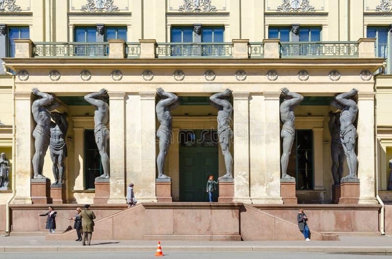 Portique de nouvel ermitage sur la rue de Millionnaya, St Petersburg, Russie photographie stock