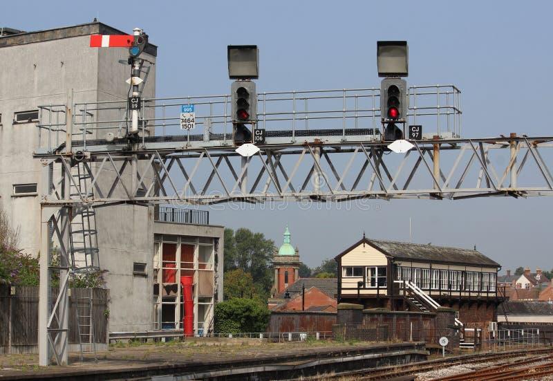 Portique de signal et cabine d'aiguillage à la station de Shrewsbury photographie stock