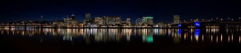 Portland da baixa Oregon na noite imagens de stock