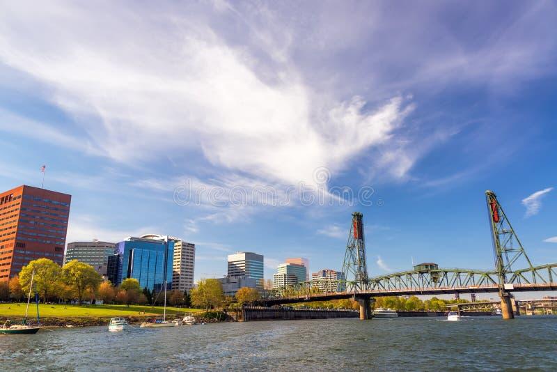 Portland et Hawthorne Bridge du centre photo stock