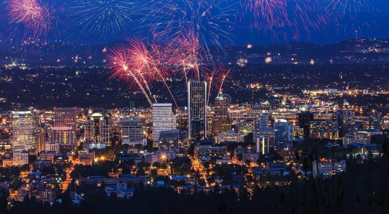 Portland fogos-de-artifício de Oregon, EUA imagem de stock royalty free