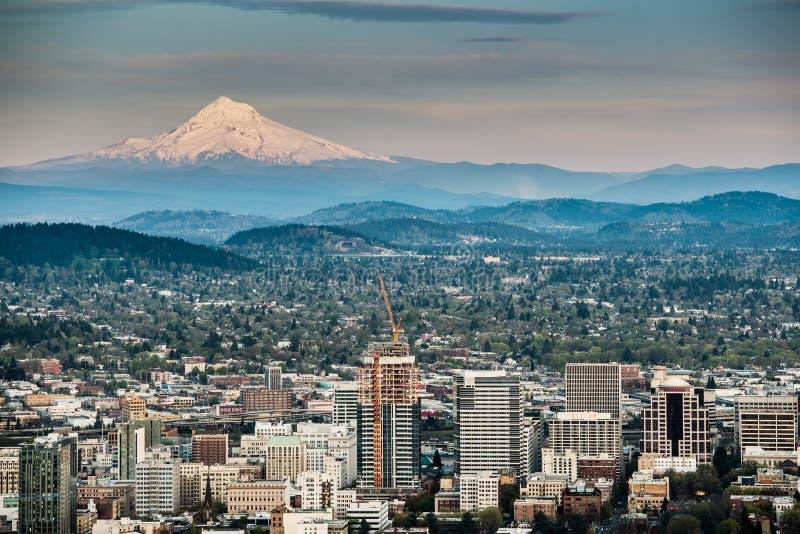 Portland i góra kapiszon zdjęcie stock