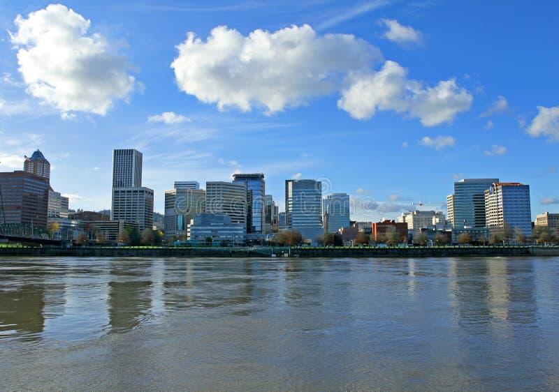 Portland-im Stadtzentrum gelegene Ufergegend lizenzfreie stockfotografie