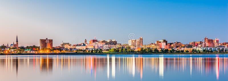 Portland, Maine, skyline do centro dos EUA da angra traseira imagem de stock royalty free