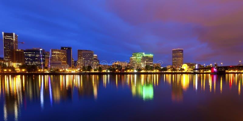 Portland Oregon en la oscuridad imagenes de archivo