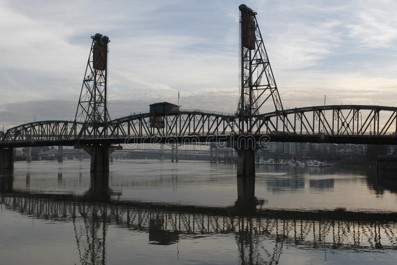 Portland Oregon Hawthorne Bridge Willamette River stockbild