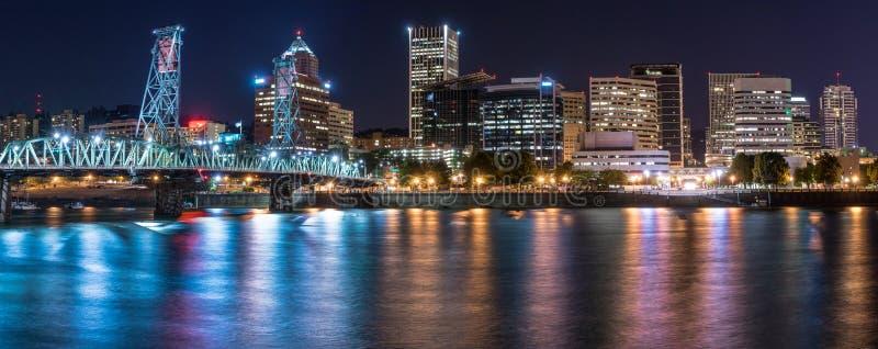 Portland Oregon horisont på natten royaltyfri fotografi