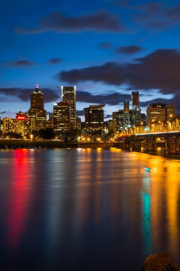 Portland Oregon na noite imagem de stock
