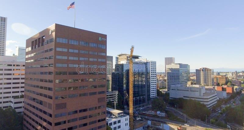 PORTLAND, OU - AOÛT 2017 : Belle vue aérienne de skylin de ville photos libres de droits