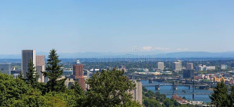 Portland ou paysage urbain et ponts un jour bleu clair photos libres de droits