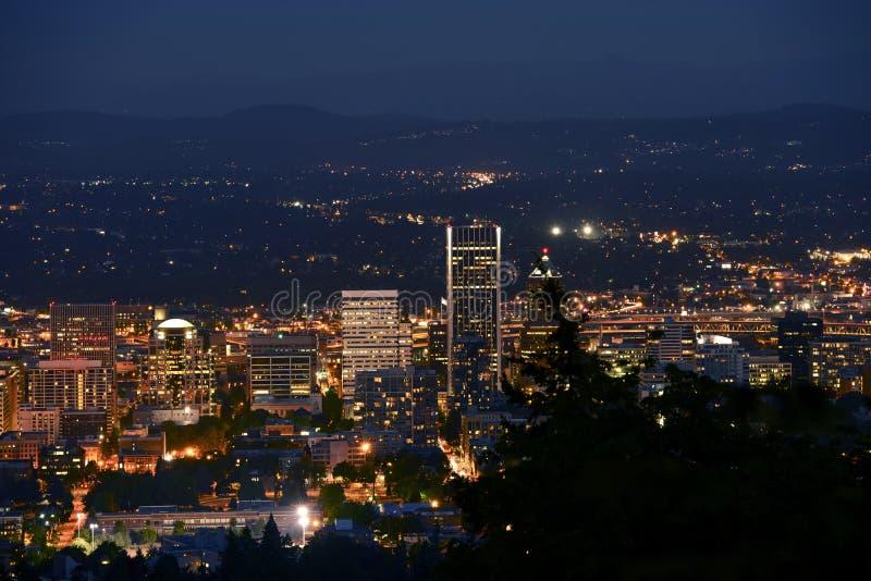 Portland-Panorama nachts lizenzfreie stockbilder
