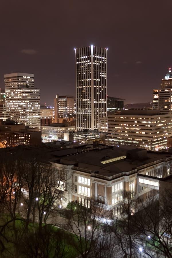 Portland-Skyline nachts lizenzfreies stockfoto