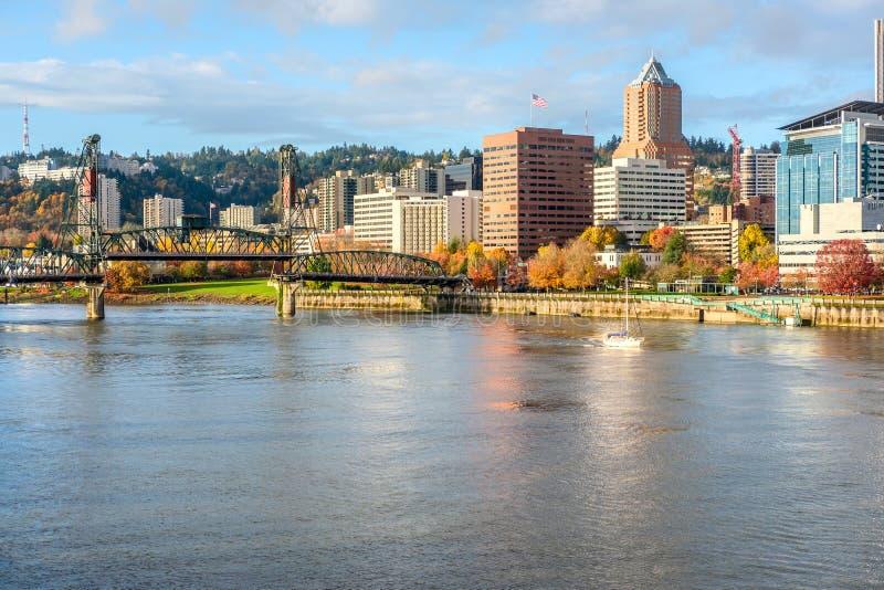 Portland-Stadtskyline am Herbst stockfotos