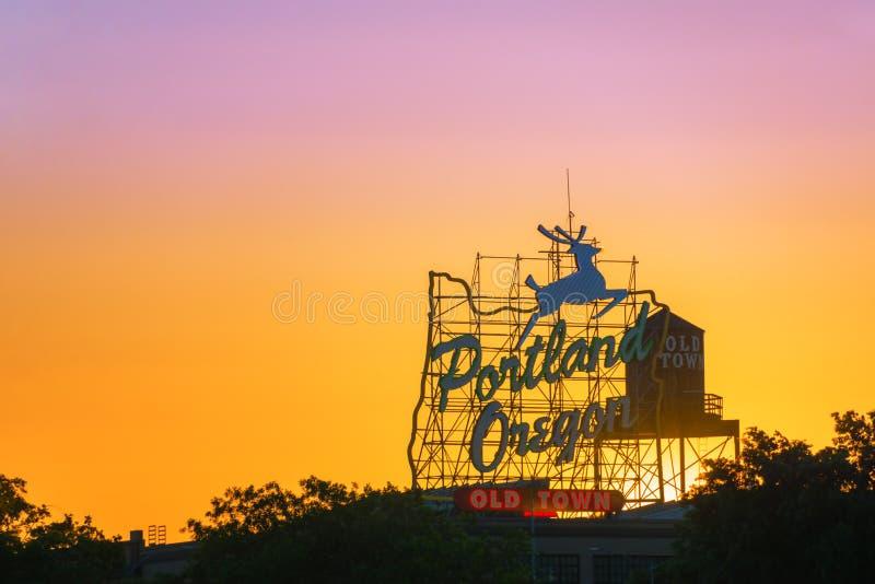 Portland teckensolnedgång royaltyfri foto
