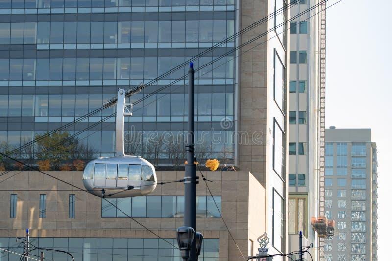 Trimet aerial tram AirTram departing OHSU building stock photo