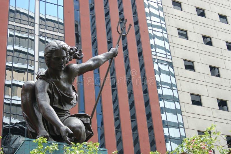 ` Portlandia ` standbeeld in van de binnenstad, Portland, Oregon stock fotografie