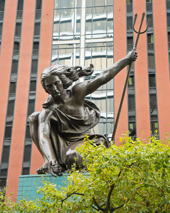 Portlandia staty, portland oregon arkivfoto