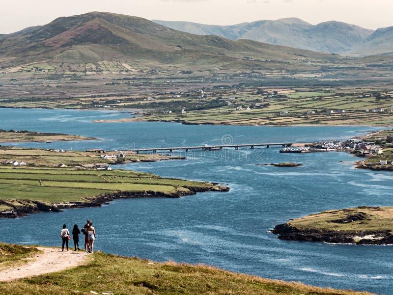 从Portmagree的桥梁到Valentia海岛,爱尔兰 免版税库存图片