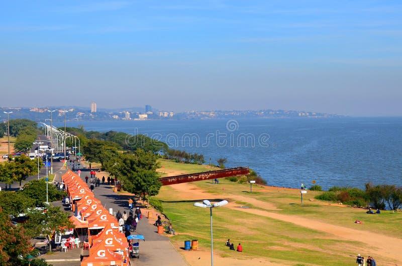 Porto Alegre, Rio Grande doet Sul, Brazilië: hoogste mening van de dijk en het meer Guaiba royalty-vrije stock afbeeldingen