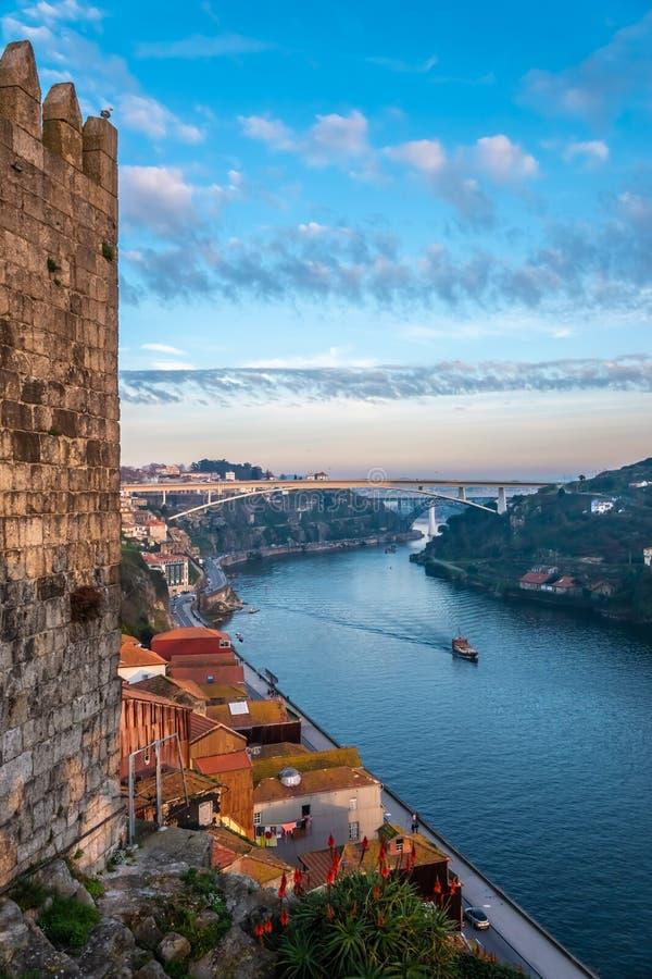 Porto andra-störst stad i Portugal Lokaliserat längs den Douro flodbreda flodmynningen i nordliga Portugal Dess historiska kärna  royaltyfri foto