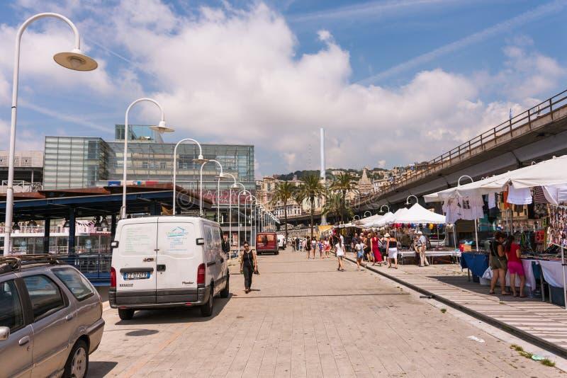 Porto Antico em Genoa, Liguria, It?lia A constru??o de vidro do museu mar?timo foto de stock