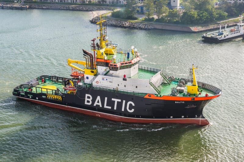 Porto assalente baltico del rimorchiatore di emergenza immagini stock libere da diritti