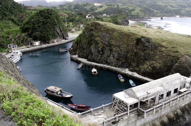 Porto Batanes do abrigo do barco de Mahatao, Filipinas foto de stock royalty free