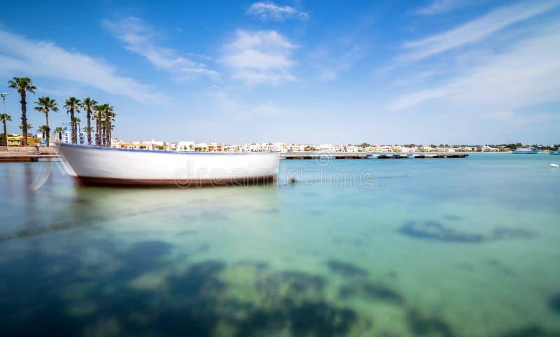 Porto Cesareo kustlijn in Ionische kust, Italië stock afbeelding