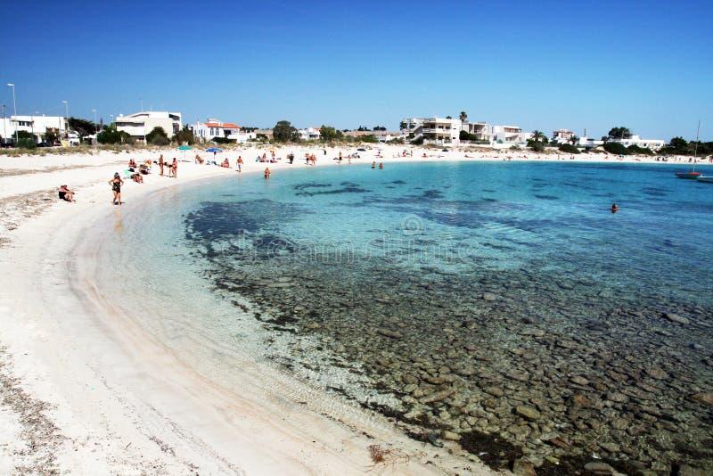 Matrimonio Spiaggia Porto Cesareo : Porto cesareo strand redaktionelles foto bild von leute