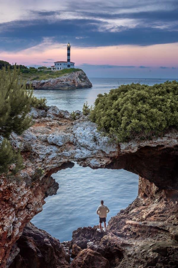 Porto Colom, Mallorca, naturalny archway fotografia royalty free
