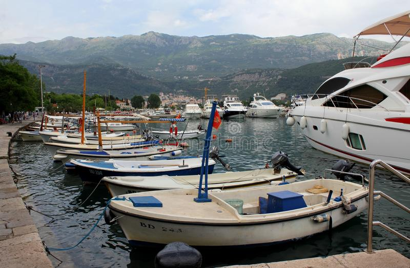 Porto colorido de Тhe de Budva, Montenegro foto de stock