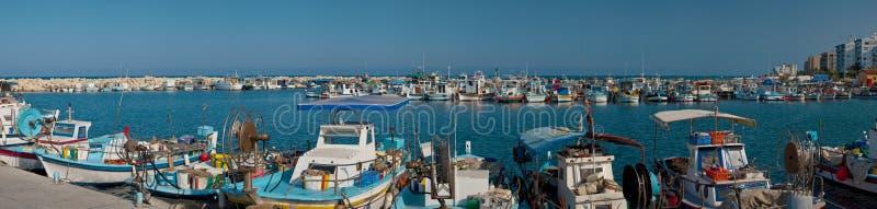 Download Porto com barcos de pesca foto de stock. Imagem de reflexão - 10056802