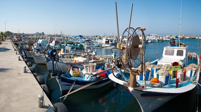Download Porto com barcos de pesca foto de stock. Imagem de coastline - 10056886