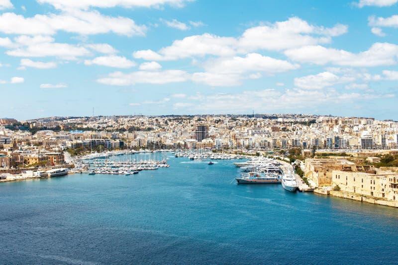 Porto com iate, Malta dos azuis celestes de Sliema fotografia de stock royalty free