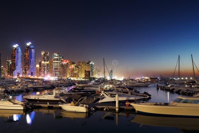 Porto com JBR, residências de Dubai da praia de Jumeirah, UAE fotos de stock